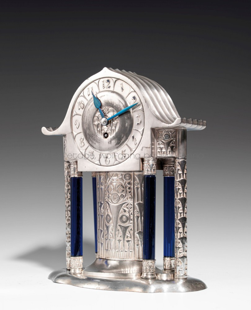 36_Hacker_Uhr mit Glassäulen (1)_HP